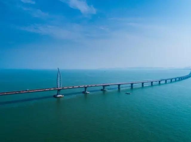 国瞩目的港珠澳大桥将建550个充电桩